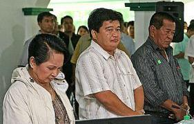 President Arroyo with ARMM Governor Zaldy Ampatuan and Maguindanao Governor Andal Ampatuan Sr. (right) -- Photo grabbed from the Times of London