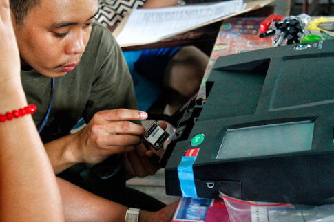 Hocus PCOS? Too many unanswered questions about how the Comelec's preferred way of automating elections actually works. (Photo from Pinoy Weekly/Davao Today)
