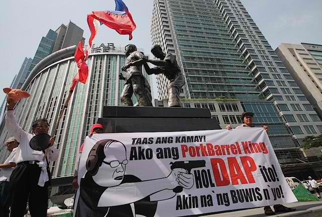 A streamer illustrates the message clearly. Photo by GMANetwork.