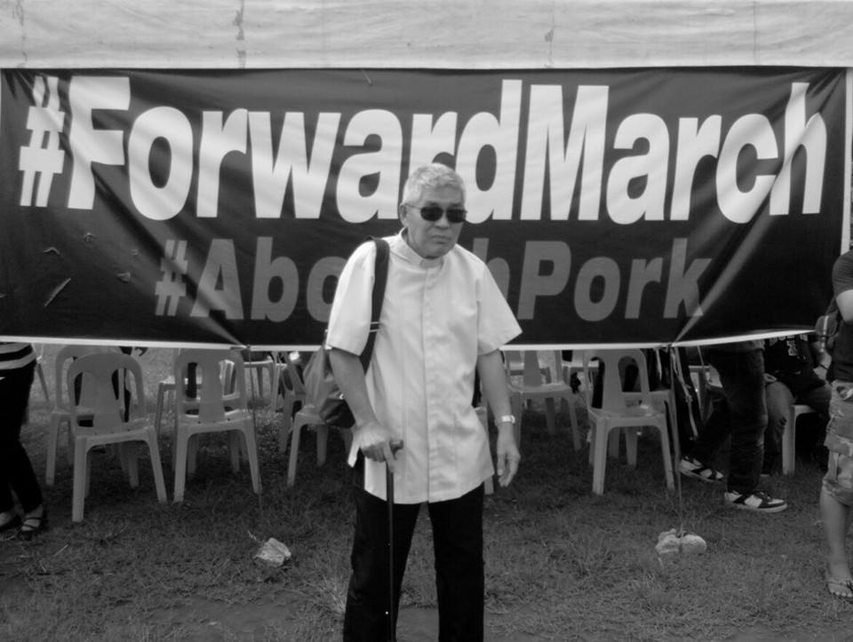 Fr. Joe Dizon helped convene and organize the #ForwardMarch event against pork barrel last Sept. 13, 2013. (Photo grabbed from Enteng Bautista's Facebook timeline.)