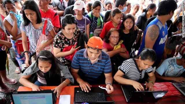 Social media and selfie capital: Philippine internet users, the Pinoy netizens. (Photo from CNN/Asahi Shimbun/Getty Images)