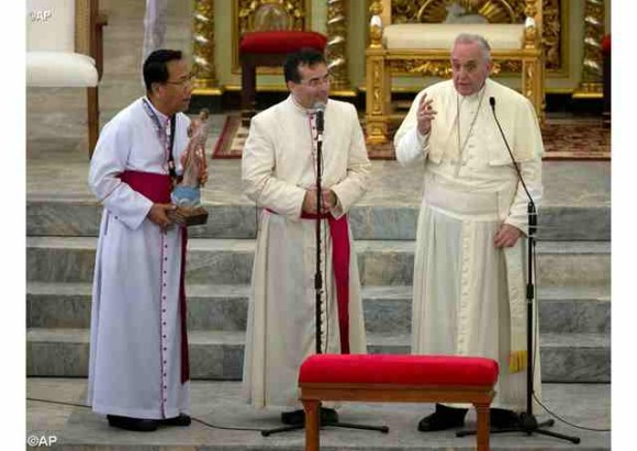 A menacing storm cut short Pope Francis' visit to Tacloban and Leyte. But he still went to Palo Cathedral to briefly meet, bless and apologize the people there. Photo from Radio Vaticana.