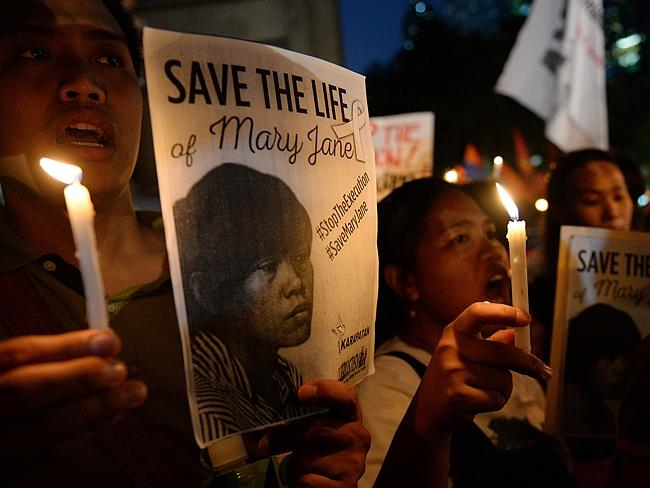 Activists holding candles and portraits of Filipina Mary Jane Veloso. Picture: AFP